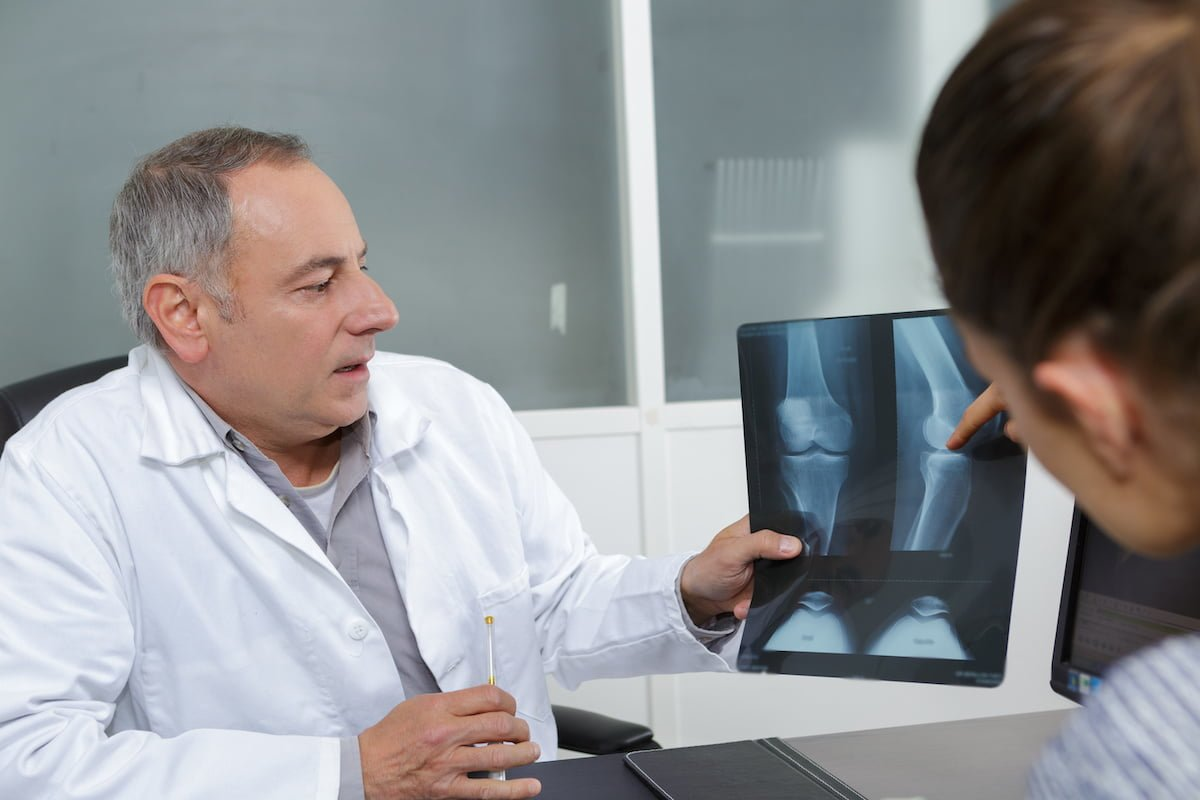 doctor explaining results of knee xray to patient